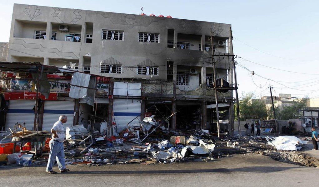 Local da explosão de carro-bomba em Bagdá. 07/08/2014 REUTERS/Ahmed Saad