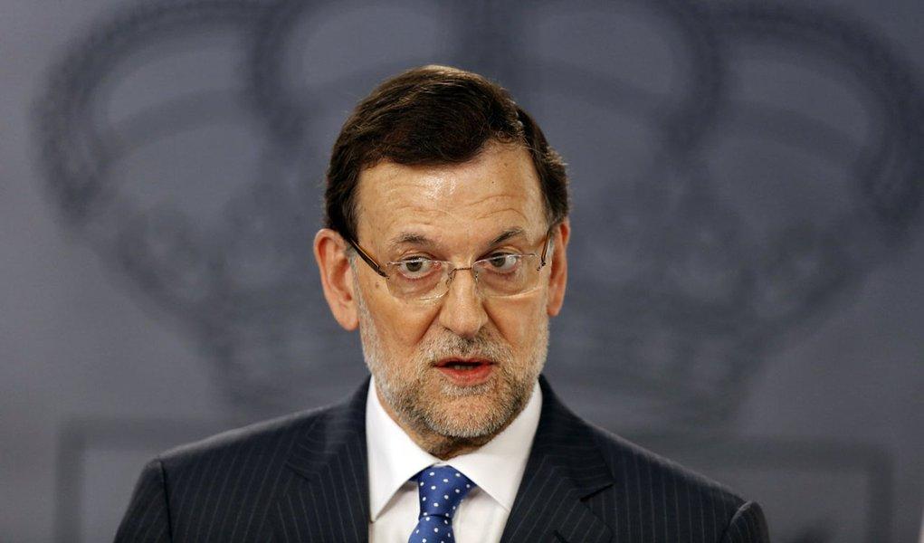 Premiê espanhol descarta renúncia por escândalo
