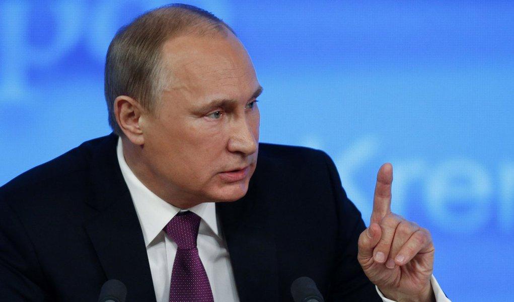 Presidente russo, Vladimir Putin, durante sua coletiva de imprensa anual de fim de ano, em Moscou. 18/12/2014. REUTERS/Maxim Zmeyev