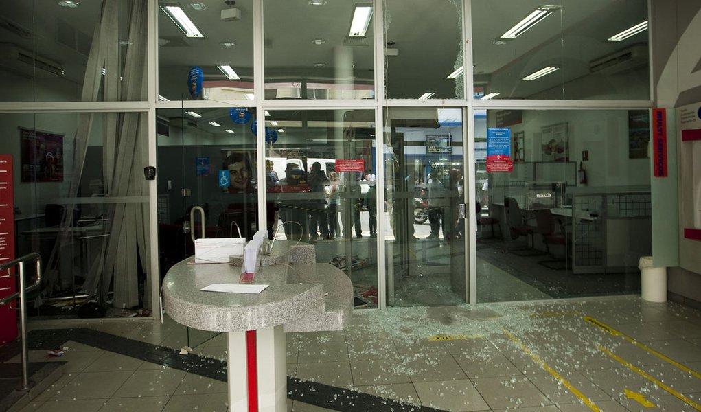Oito pessoas morreram em assaltos a bancos em 2012