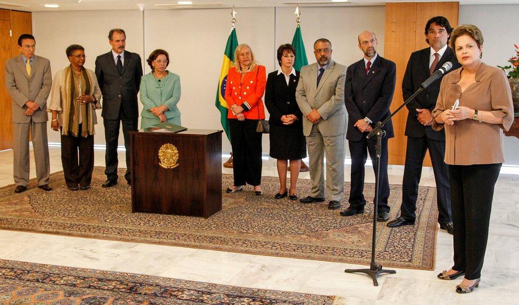 Dilma sanciona Lei de Cotas Sociais
