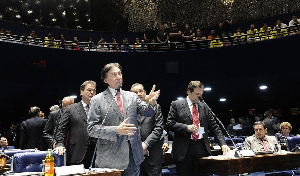 Senador Eunício Oliveira (PMDB-CE) defende seu relatório favorável ao Projeto de Lei da Câmara (PLC) 3/2014, que cria 708 cargos no Superior Tribunal de Justiça (STJ)