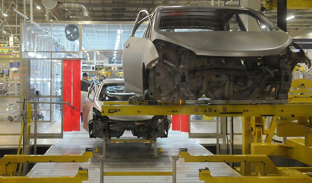Data: 09/11/2012       Editoria: Empresas Reporter: Eduardo Laguna Local: Fabrica da Hyundai em Piracicaba, SP                 Detalhe: Inauguracao oficial da fabrica da Hyundai em Piracicaba. Setor: Industria automotiva Personagem: Linha de produca