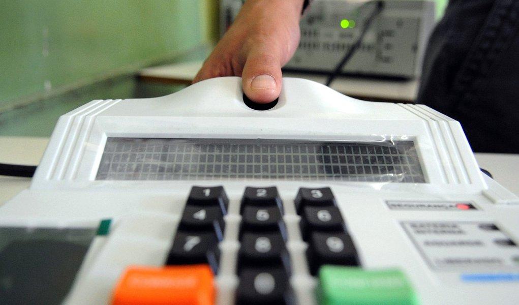 Sistema biométrico em 11 municípios em 2012