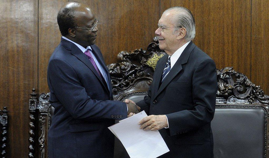 Sarney já trata Barbosa como candidato