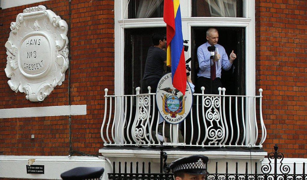 Julian Assange sugere criptografia nacional a Dilma