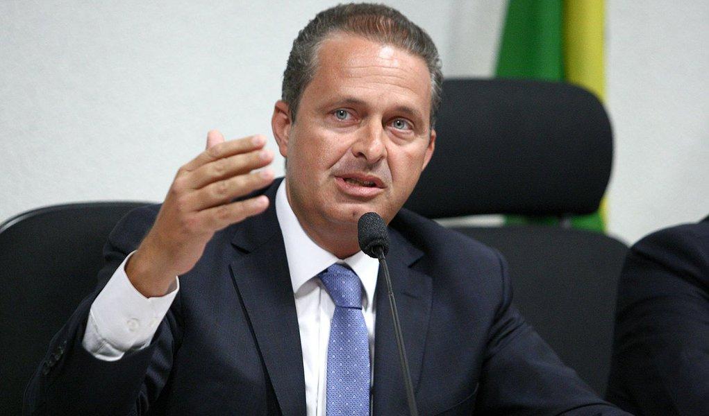 Campos retoma agenda com viagens pelo País