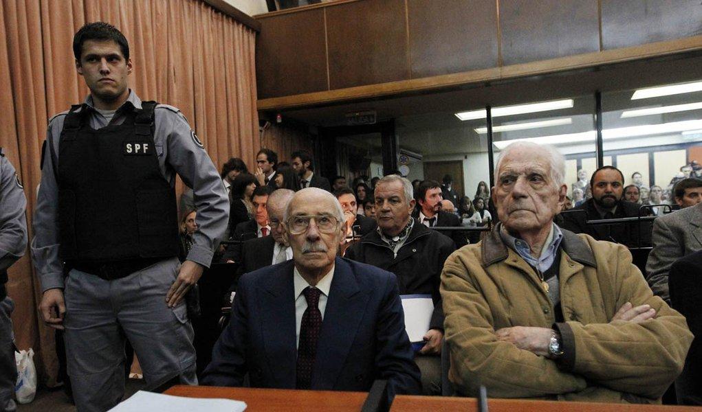 Ex-ditador argentino, Videla pega 50 anos de prisão