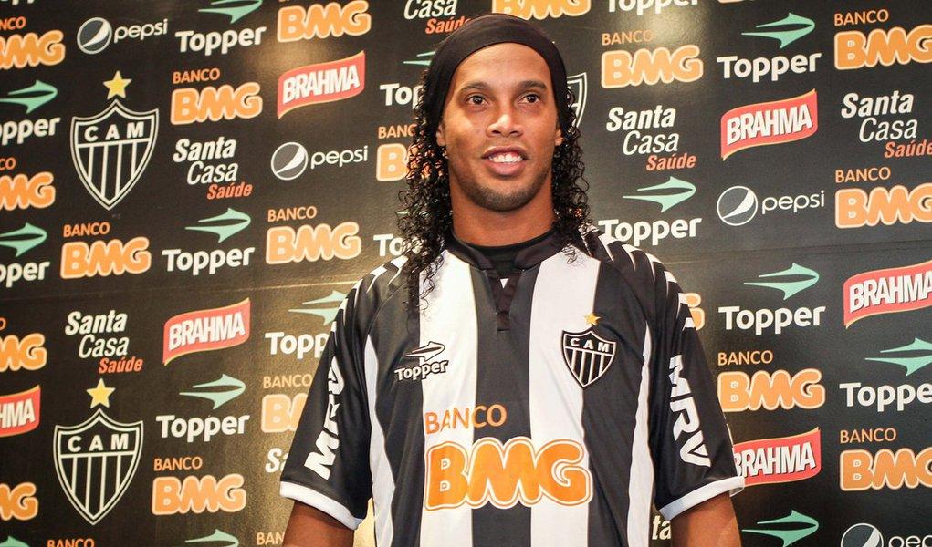 Ronaldinho Gaúcho perde R$ 1,5 milhão da Coca-Cola