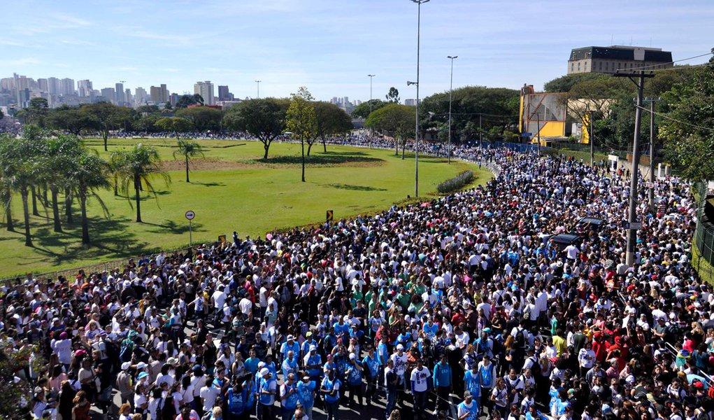 Marcha para Jesus reúne milhões em São Paulo