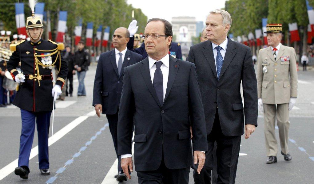 Em festa francesa, presidente socialista volta às tradições