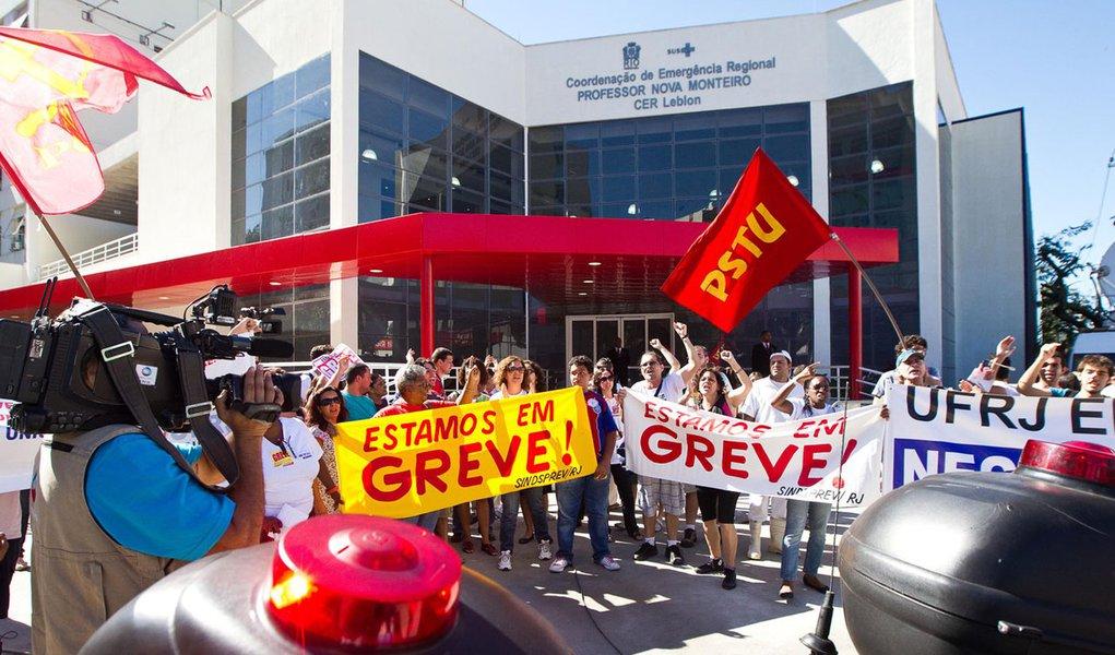 Dilma é recebida com protestos no Rio