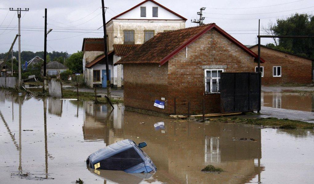 Enchentes deixam mais de 100 mortos no sul da Rússia