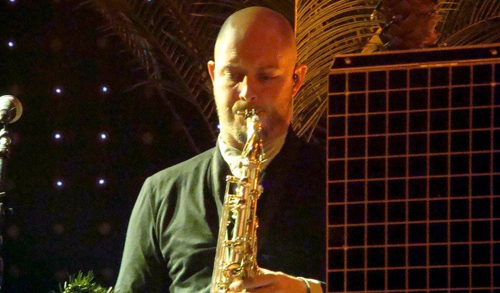 Saxofonista da banda The Killers comete suicídio