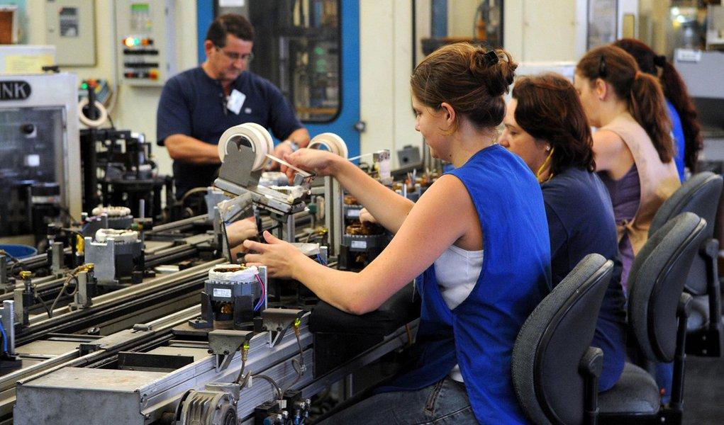 IBGE: emprego na indústria tem queda de 0,1% em novembro