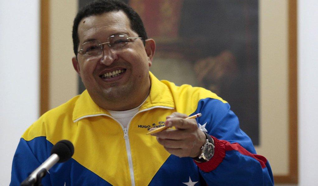 Chávez promete retornar à Venezuela no próximo domingo