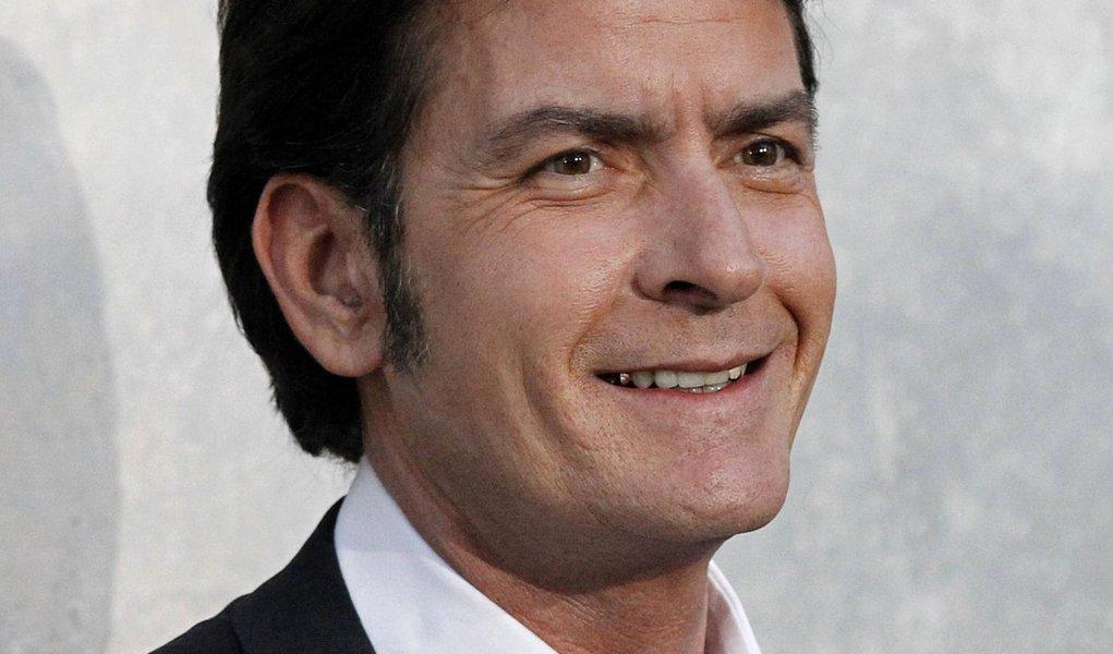 Charlie Sheen confirma presença em festival de Maranhão