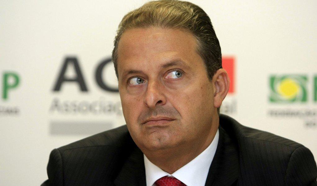 Campos escapa, por ora, da polarização PT-PSDB