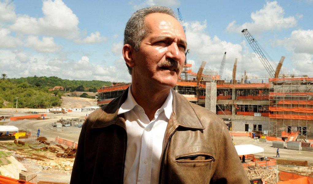 Aldo Rebelo faz visita minuciosa na Arena Pernambuco