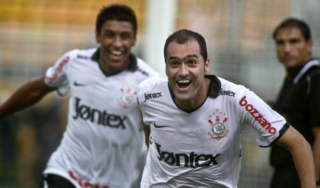 Corinthians vence o São Paulo por 1 a 0 no Pacaembu