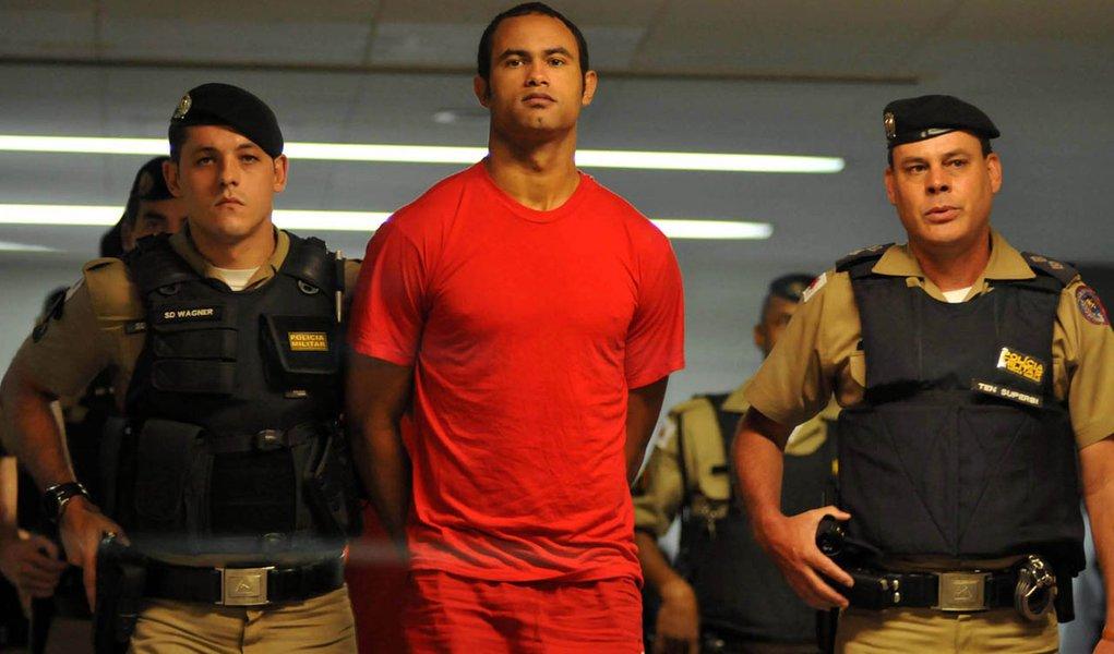Bruno ganha liberdade na Justiça, mas permanece preso