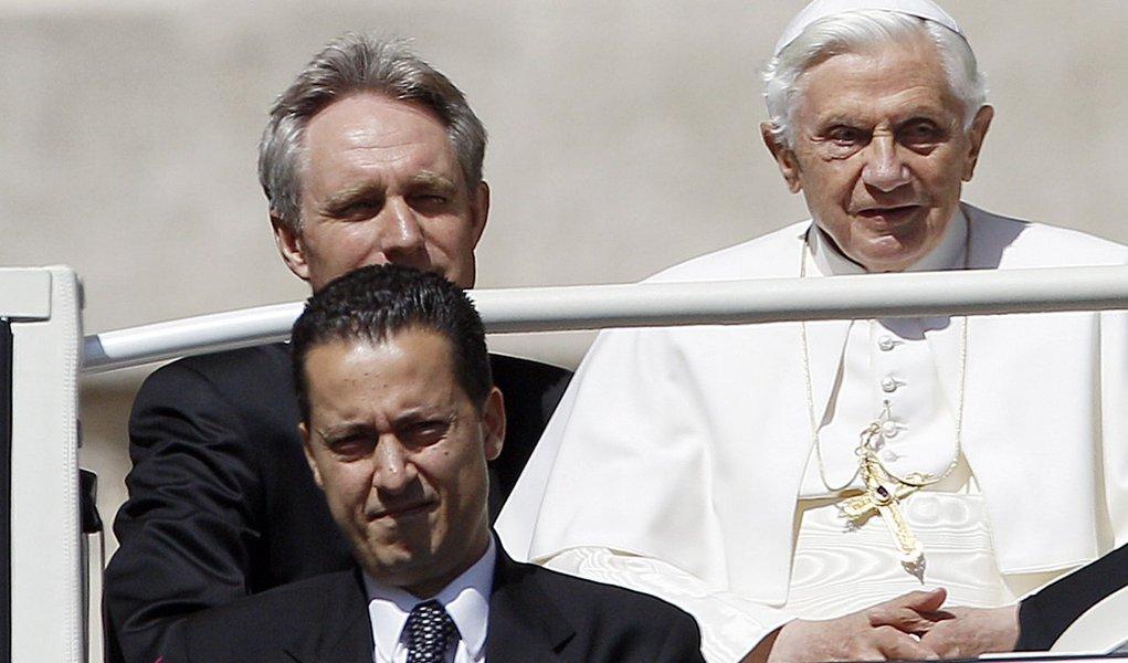Prisão do mordomo do papa expõe mar de lama no Vaticano