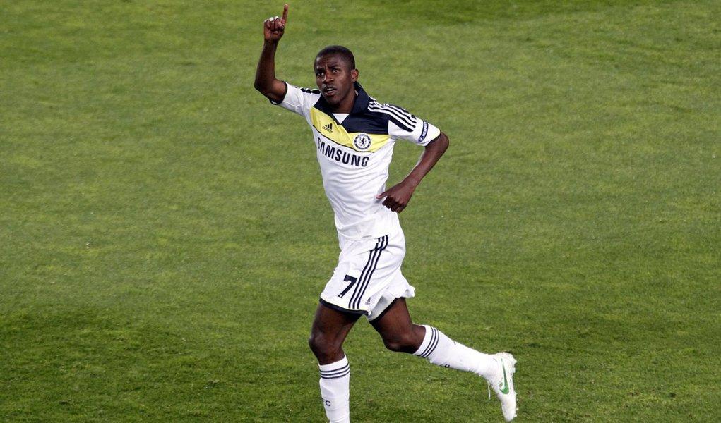 Com gol de Ramires, Chelsea é campeão na Inglaterra