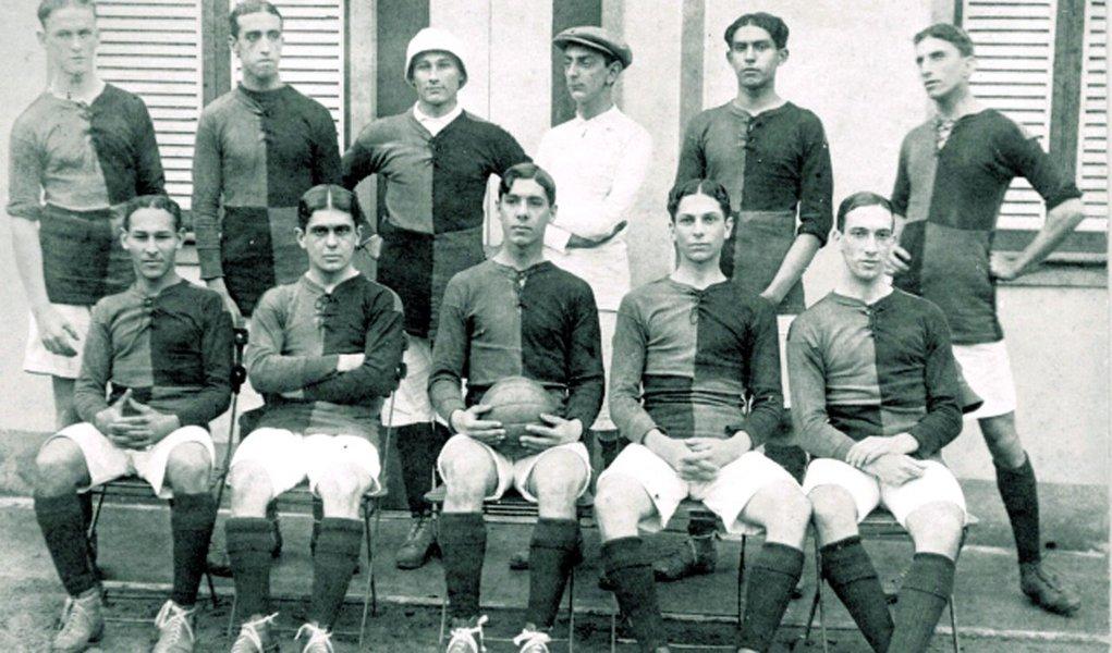 Futebol do Flamengo estreava há 100 anos