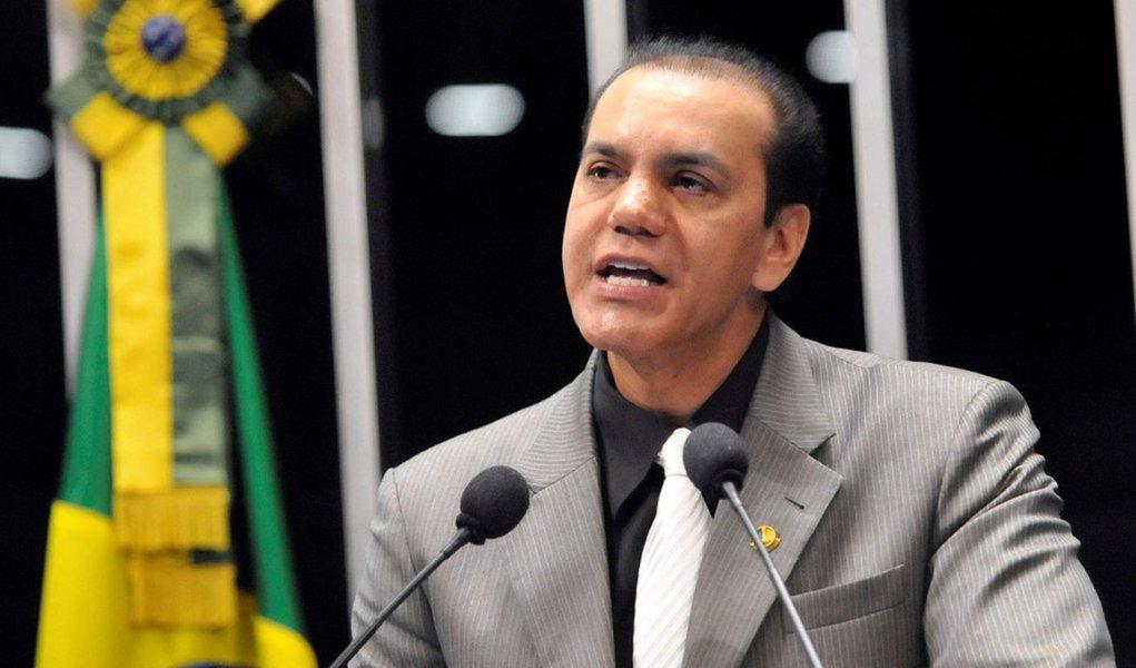 """Ataídes Oliveira a Cachoeira: """"Se tiver algum custo, é comigo mesmo, amigo"""""""
