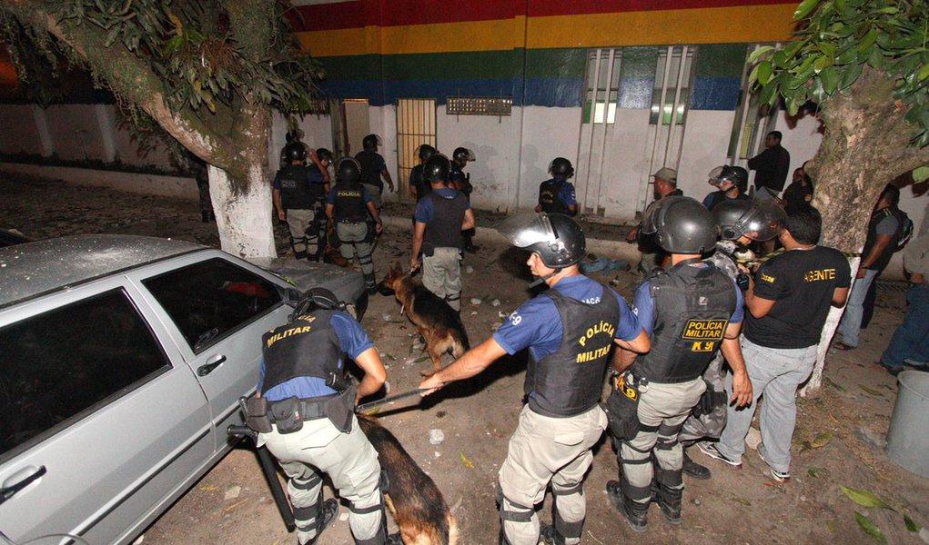 Rebelião deixa três mortos em Recife