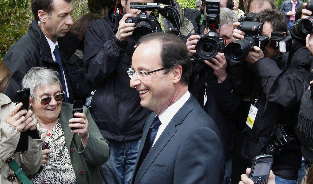 Hollande vence na França e isso é bom para o Brasil