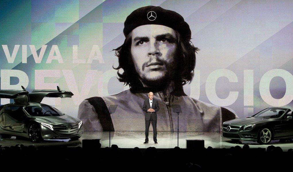 Mercedes usurpa imagem de Che e engata recuo