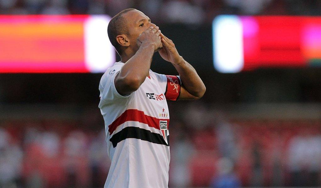 Com mais um de Luis Fabiano, São Paulo bate Bahia