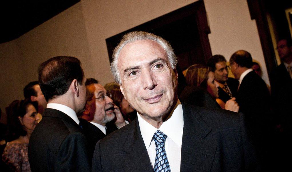 'Jantar e viajar com empreiteiro é pouco para levar Cabral à CPI'