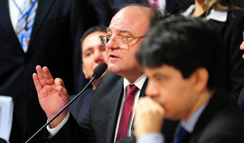 """Vaccarezza: """"O procurador-geral deve explicações"""""""