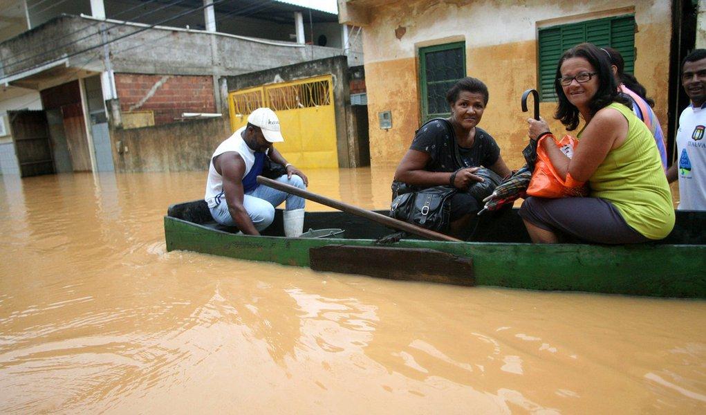 Situação em Outeiro, onde dique se rompeu, está normalizada