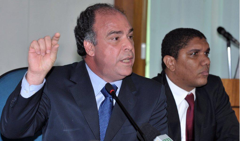 Bezerra é acusado de privilegiar o filho com verbas oficiais