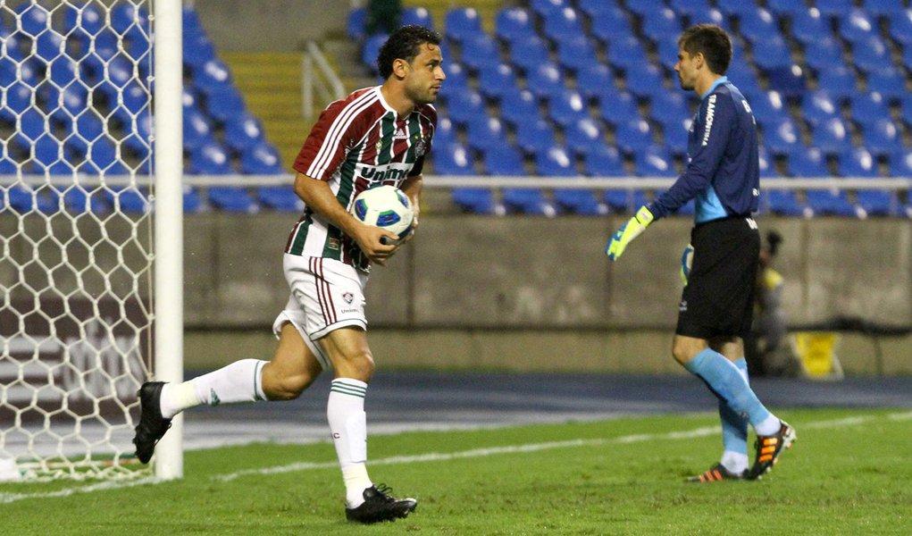 Fluminense faz 5 a 4 no Grêmio e ainda sonha com título