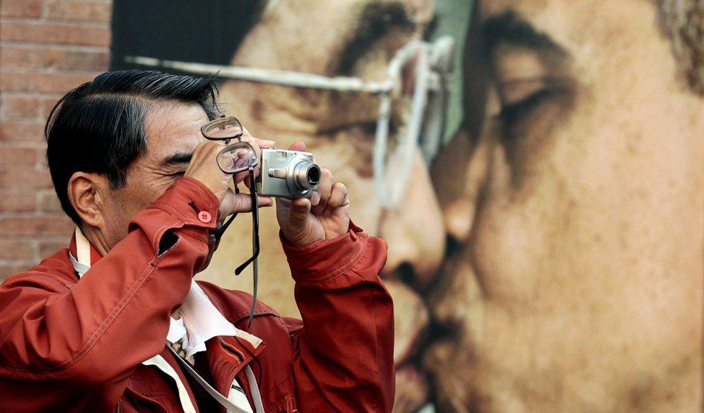 Censura chinesa age contra beijo de Obama e Hu Jintao