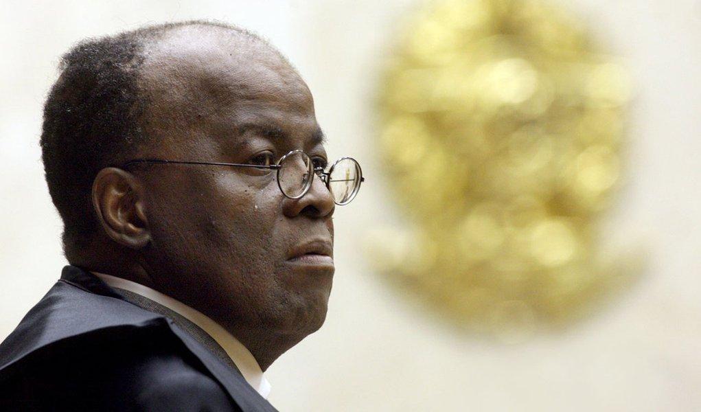 Joaquim Barbosa devolve críticas a ex-presidente do STF