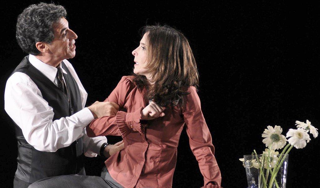 """Deus da Carnificina"" estréia no Teatro da UFPE"