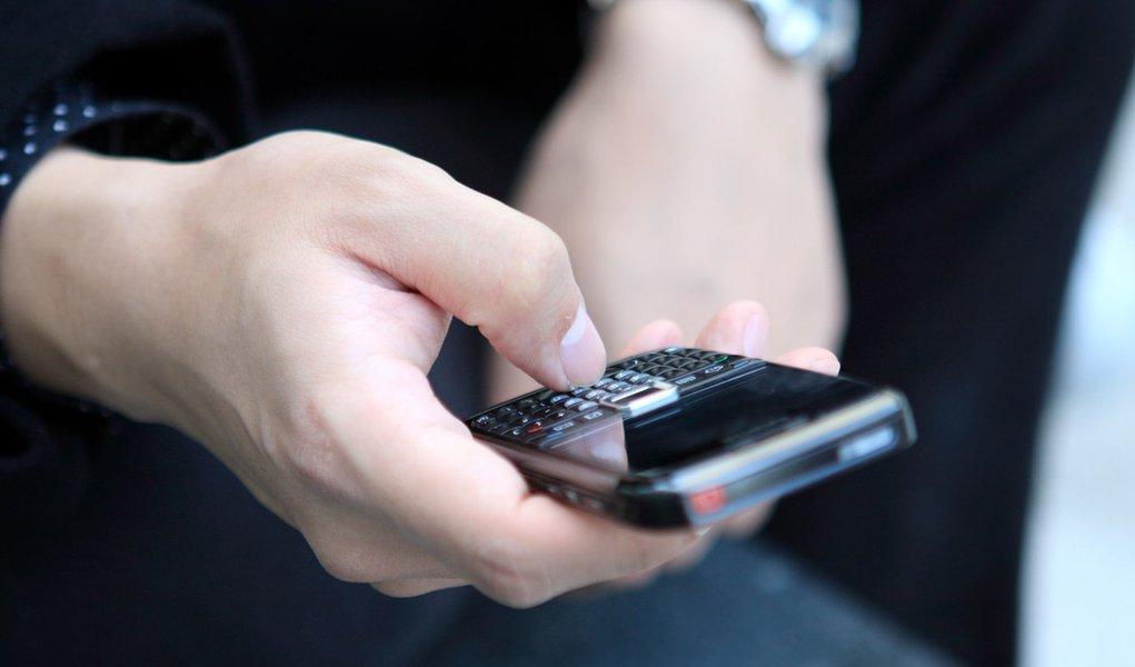 Justiça grampeou 195 mil telefones no Brasil em 2011