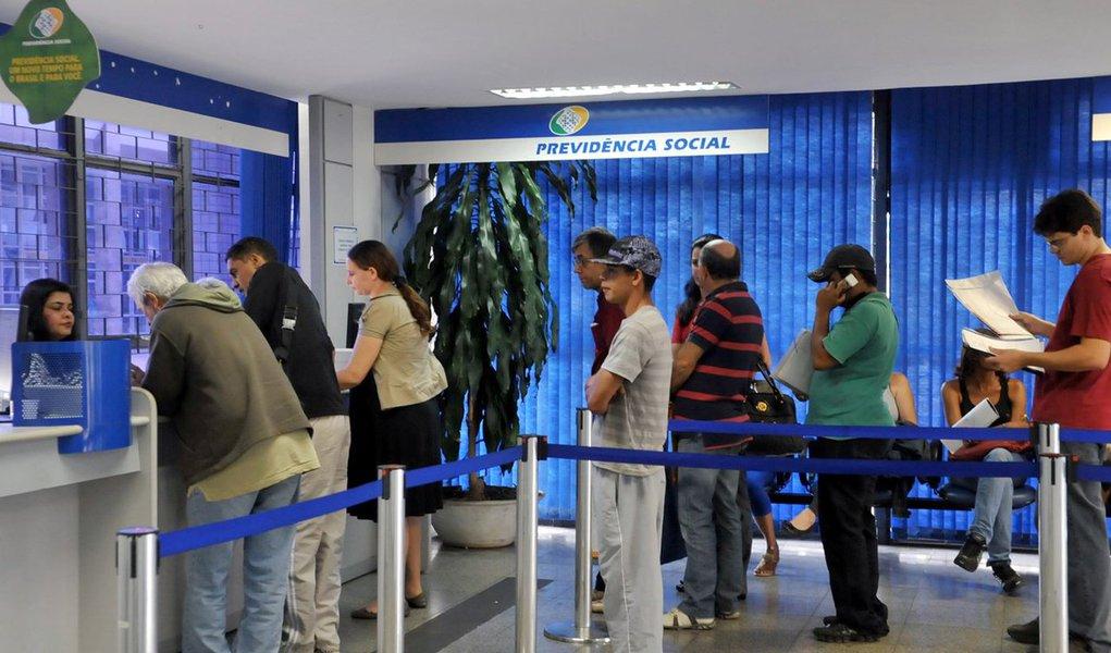 Governo Bolsonaro vai acabar com serviços presenciais do INSS