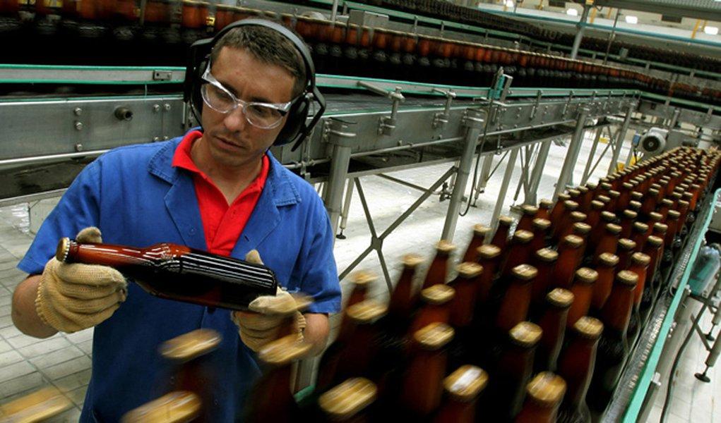 Ambev encerra produção de cerveja na fábrica de Pernambuco