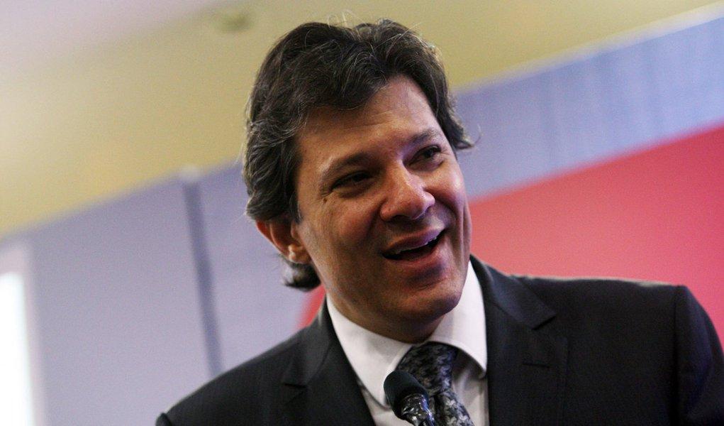 PT anuncia Haddad como candidato à Prefeitura de SP