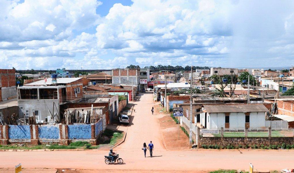 Comunidade surgida de lixão está perto da regularização no DF