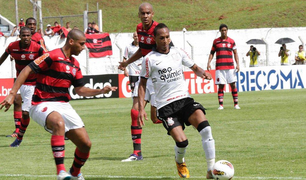 Corinthians e Flamengo empatam por 2 a 2 em amistoso