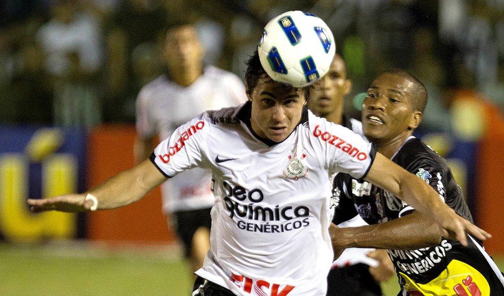 Corinthians bate Ceará com sofrimento e glória; é líder isolado!