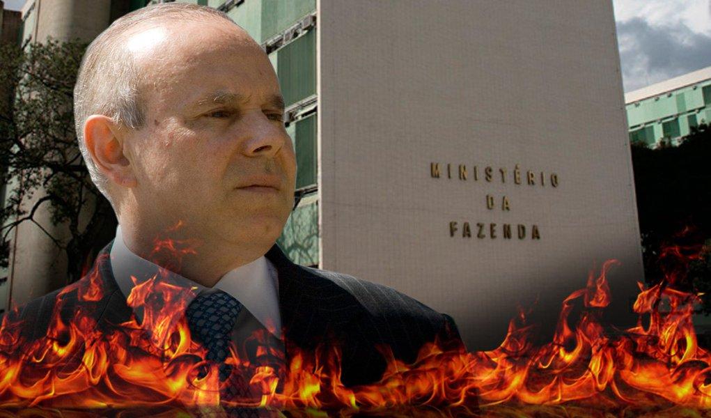 Na fogueira, Mantega fala a revista e promete 'pibão'