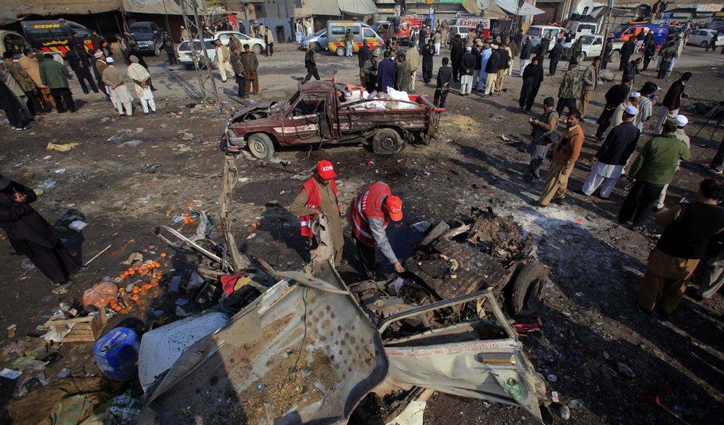 Bomba mata 35 no noroeste do Paquistão